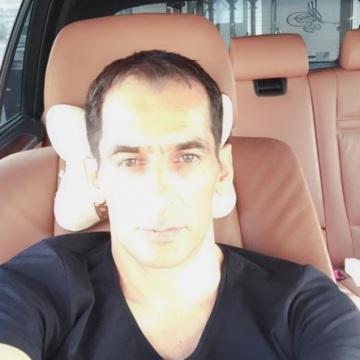 Erdal, 41, Muscat, Oman