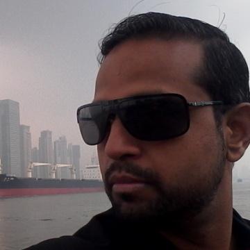 pari s, 44, Delhi, India