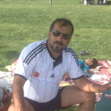 Mechul Esmer, 41, Istanbul, Turkey