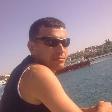cengiz, 46, Istanbul, Turkey