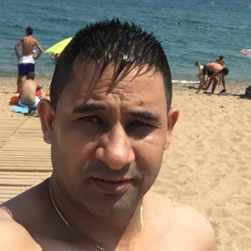 raja, 36, Badalona, Spain