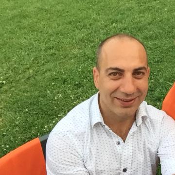 Resul Aka, 40, Istanbul, Turkey