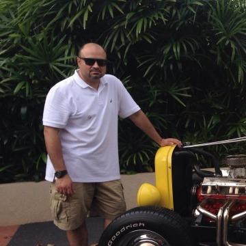 Meshal, 42, Kuwayt, Kuwait