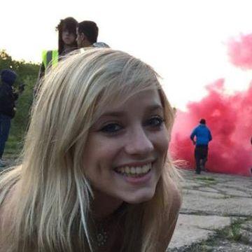 Elly, 20, Woking, United Kingdom