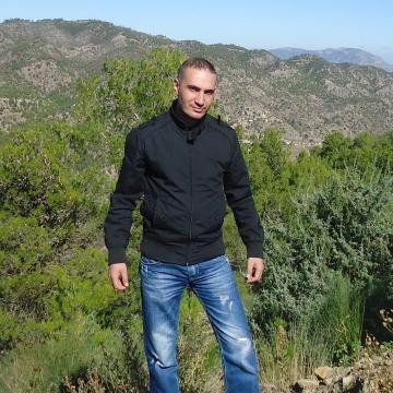 Ali Kechiti, 35, Oran, Algeria