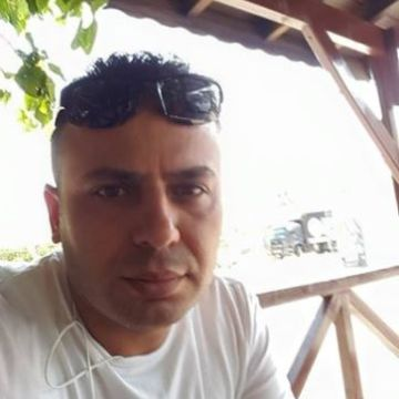 ibrahim , 40, Istanbul, Turkey