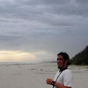 Rofie Hardjakusumah, 36, Bandung, Indonesia