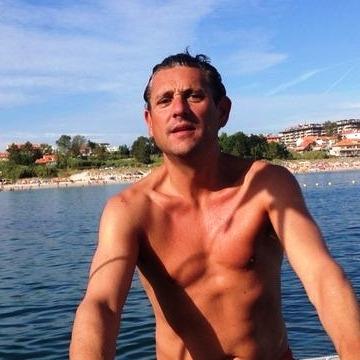 Raúl Paseiro, 43, Madrid, Spain