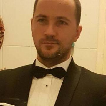 Alli Avas, 39, Istanbul, Turkey