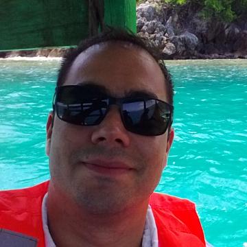 Gonzalo Castillo, 33, Santiago, Chile