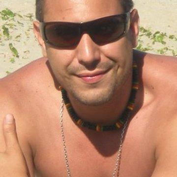 Leonardo Marchand, 39, Buenos Aires, Argentina