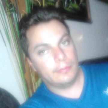 Robert LH, 27, Guanajuato, Mexico