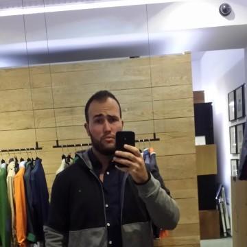 Adrián, 29, Madrid, Spain