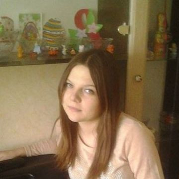 Танюша Головльова, 20,