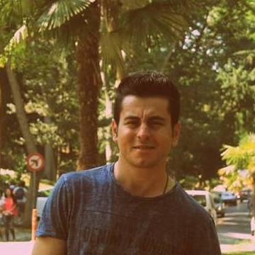 Nuh Mete, 30, Istanbul, Turkey