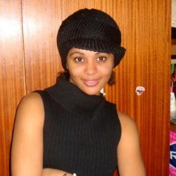 Esther Namogo, 30, Dakar, Senegal