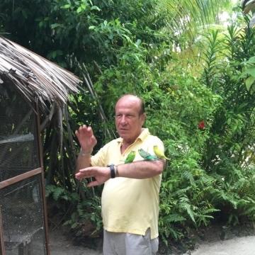 Davide Giglio, 65, Mailand, Italy