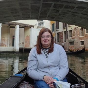 Sarah Nunn, 27, Grays, United Kingdom