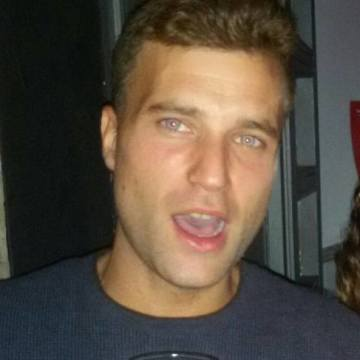 Troy Mclour, 31, Bilbao, Spain