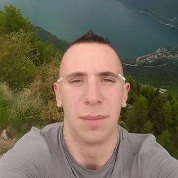 Alex Kiss, 28, Treviso, Italy