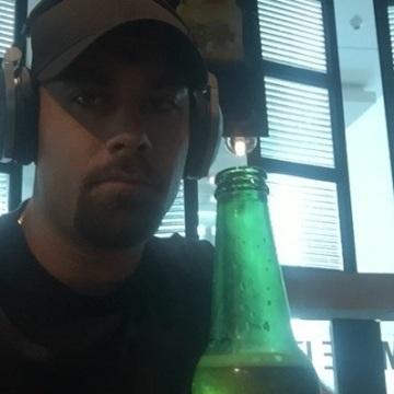 Johnny, 30, Dubai, United Arab Emirates