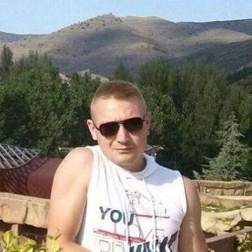Nikolas Nik, 28, Zaragoza, Spain