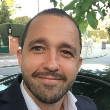 Simón, 35, Madrid, Spain