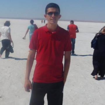 İbrahim Oyalı, 30, Bursa, Turkey