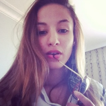 Luciana, 24, Paris, France