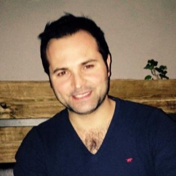 Melih Özer, 30, Izmir, Turkey