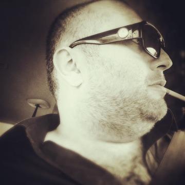 Borz Neskoju, 35, Orleans, France