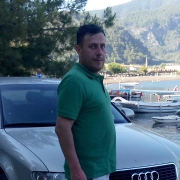 Mutlu Maden, 39, Istanbul, Turkey