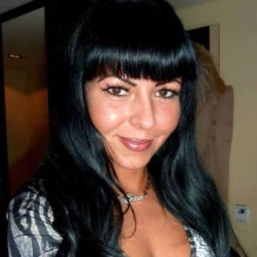 Rebecca Beaumont, 32, Lefkosia, Cyprus