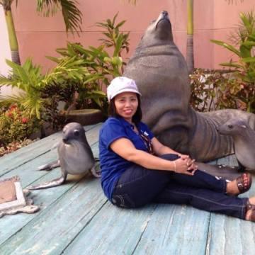 Milrose Paje, 35, Quezon City, Philippines