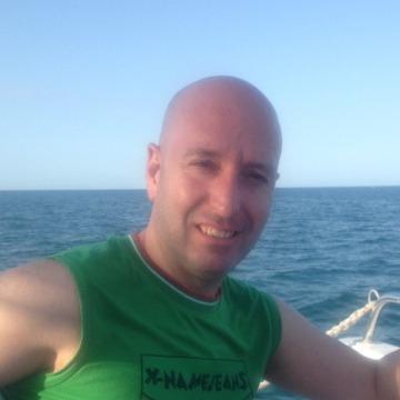 Víctor Carrión, 40, Barcelona, Spain
