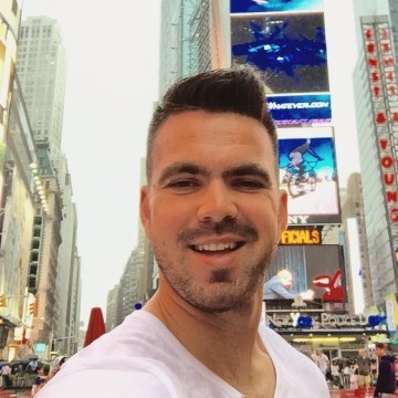 Kyle McLaren, 28, Johannesburg, South Africa