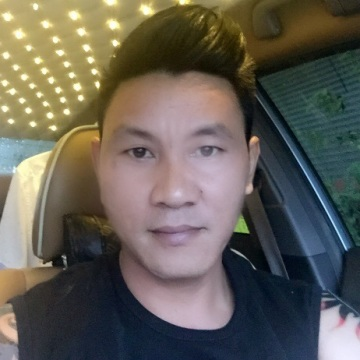 Manoch loygaew, 40, Bangkok Noi, Thailand