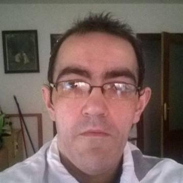 Manu, 39, El Vendrell, Spain