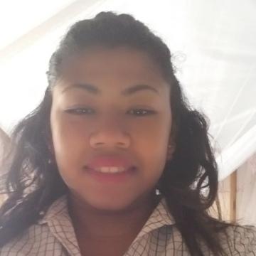Nadia, 24, Tamatave, Madagascar