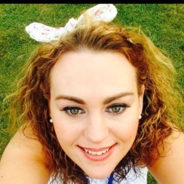 Emma, 30, Dublin, Ireland