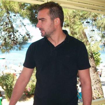 Serkan Eren, 38, Kocaeli, Turkey