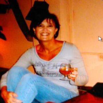Lou, 52, Newcastle, Australia