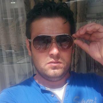 Efsane Esen, 28, Izmir, Turkey