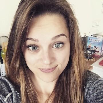 Justinebzn, 21, Caen, France