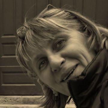 Dora, 54, Paris, France
