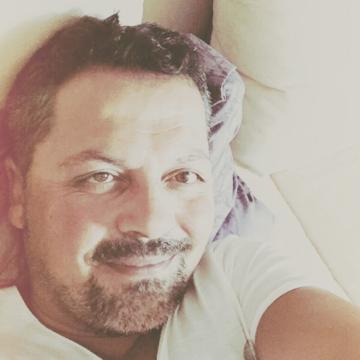 Günay Özen, 41, Istanbul, Turkey