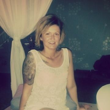 Kimberly Strt, 27, Waregem, Belgium
