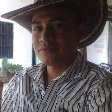eduardo escue, 33, Bogota, Colombia