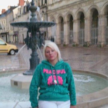 Carol Dussarps, 30, Bordeaux, France