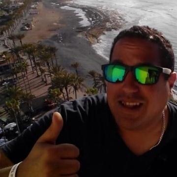Jonathan Simoza, 35, Santa Cruz De Tenerife, Spain